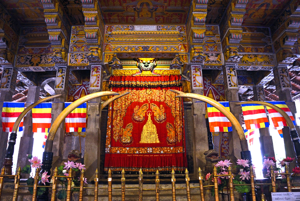 Pearl Lanka » Best of Sri Lanka – 05 Days 04 Nights Tour Buddha Tooth Relic Temple And Museum